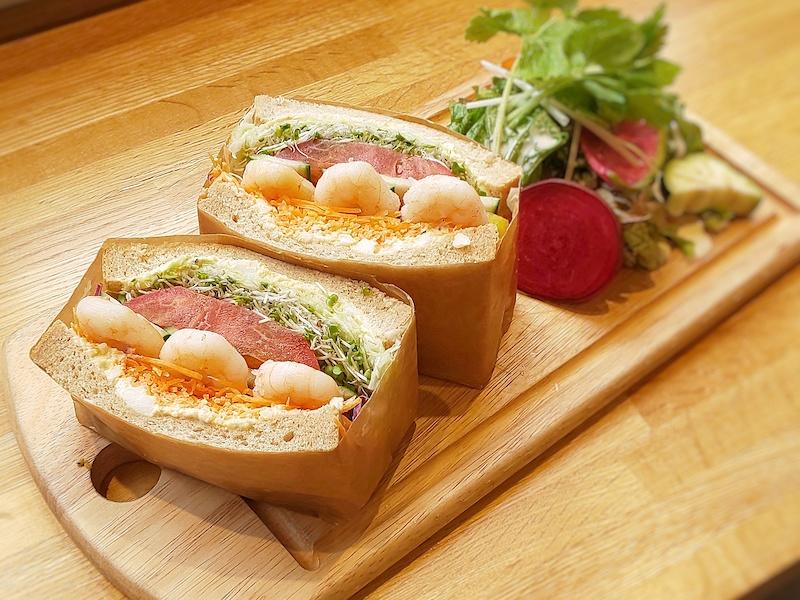 ノースショアおなじみ、サンドイッチ。人気 はチキン、ツナ、シュリンプなど。ボリュームはあるけど、野菜たっぷりなので、案外ペロリといけちゃうとか。