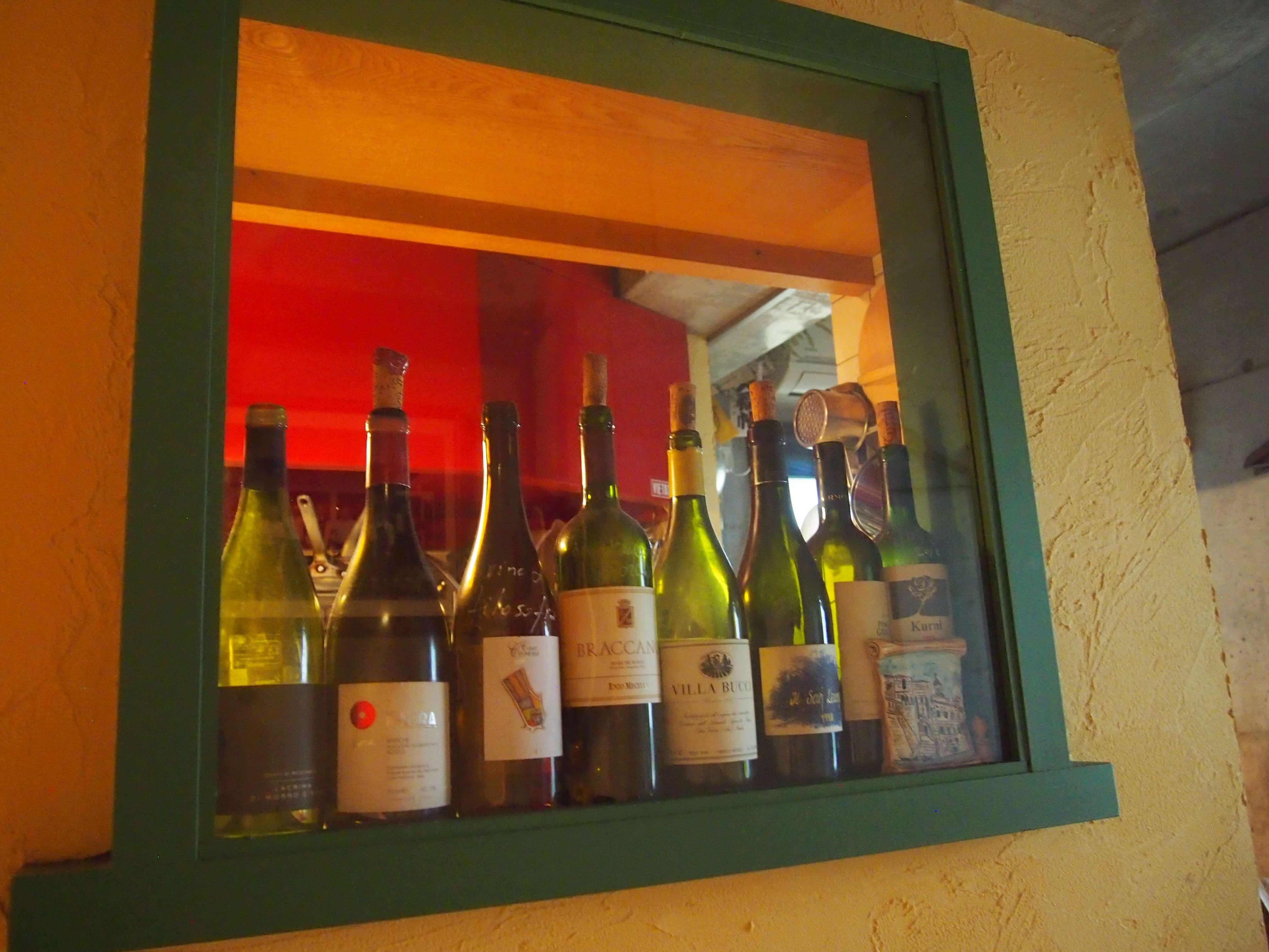 ワインや地ビールも、マルケのものを主体にストック。マルケ専門料理店としてオープンして、7年。常連のお客さまも多いお店です。