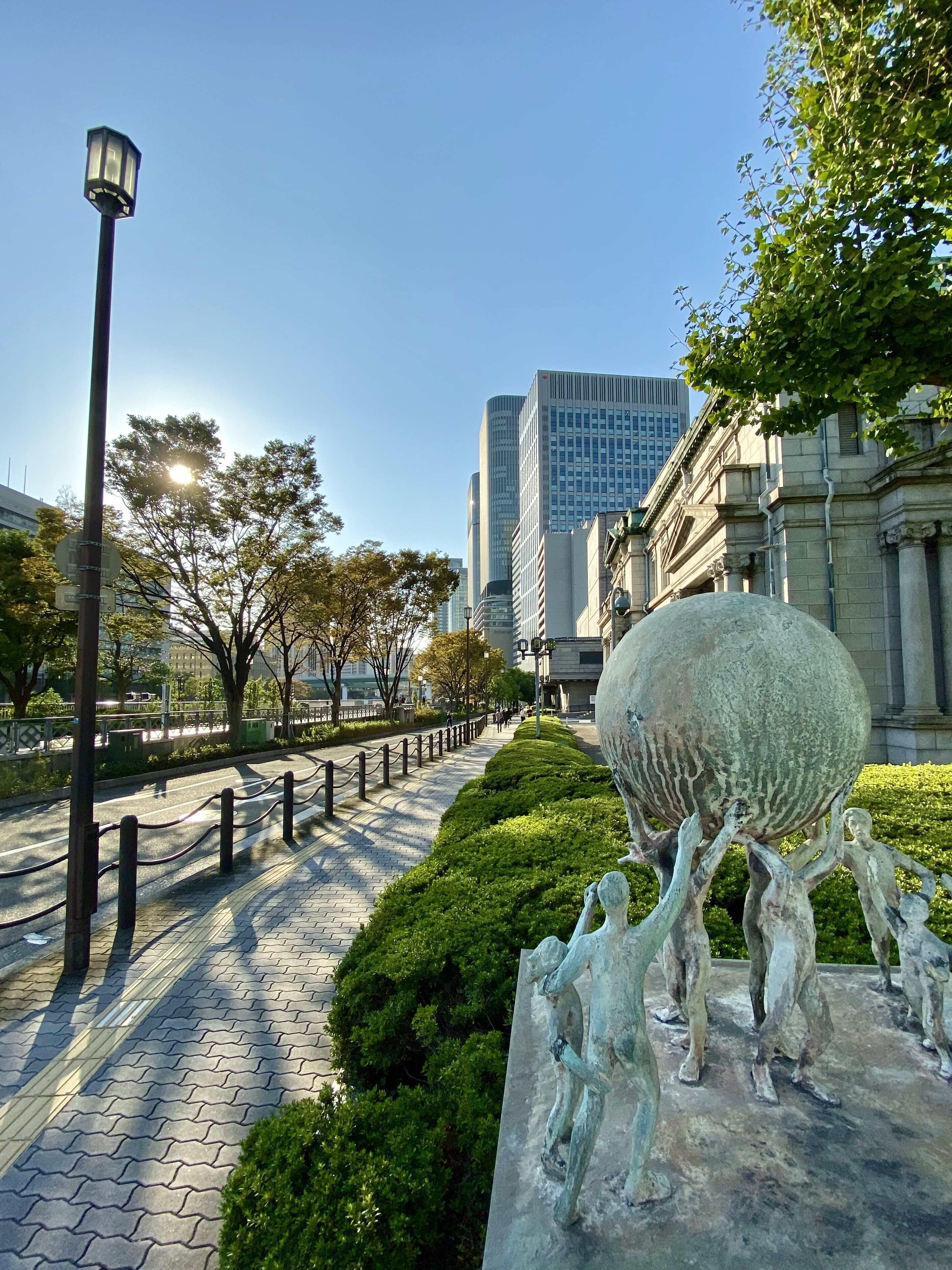 作品名:どこまで運ぶ⁈ / 撮影場所:日本銀行大阪支店付近 / 撮影者:pajeraw_ttさん